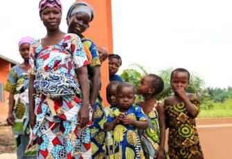 Foto-Muetter-mit-Kinder-Afrika876